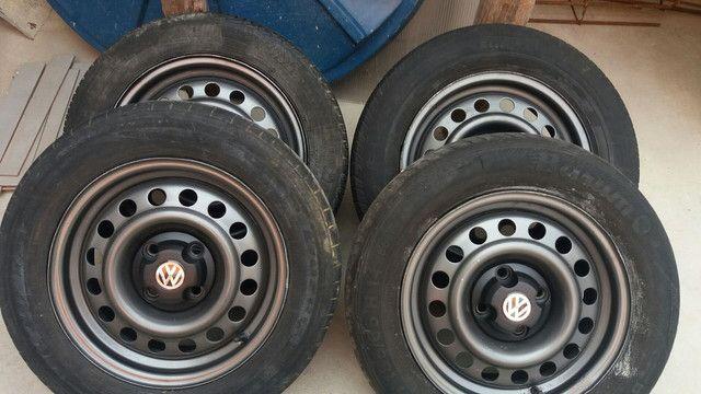 Coquinho aro 14 volks com calotas/ gm pneus rodam bem ainda - Foto 5