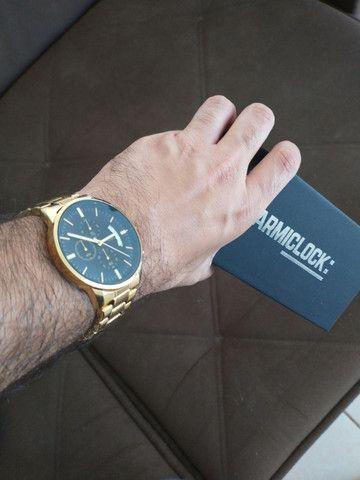 Relógio Original Masculino Dourado Novo na Caixa Armiclock - Foto 4