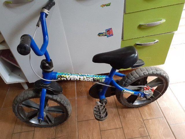 Vendo bicicleta infantil aro 14 - Foto 2