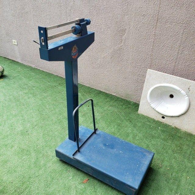 Balança Mecânica - 300kg (Pouco usada) - Foto 2
