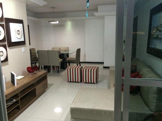 Apartamento Ponta Verde totalmente reformado de ótima localização