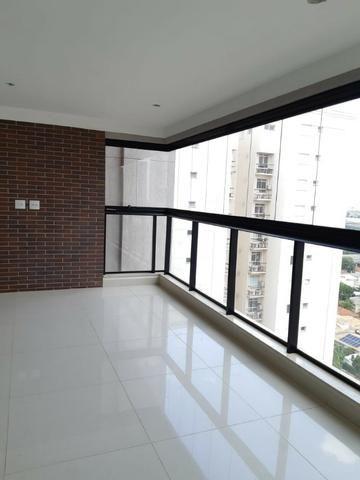 Apartamento andar alto , face sombra, no Edifício Metropolitan com 142 m² úteis, 3 suítes - Foto 4