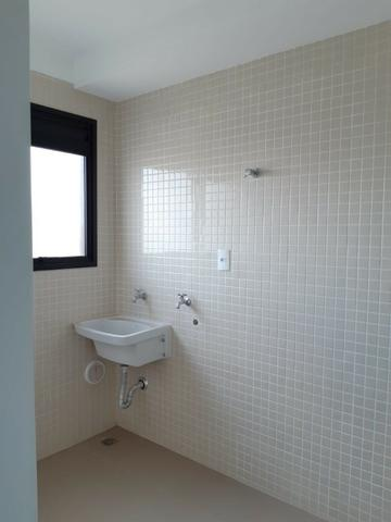 Apartamento andar alto , face sombra, no Edifício Metropolitan com 142 m² úteis, 3 suítes - Foto 18