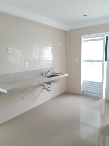 Apartamento andar alto , face sombra, no Edifício Metropolitan com 142 m² úteis, 3 suítes - Foto 17