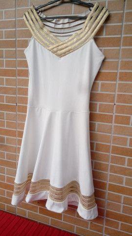 Vestido Chic: branco com dourado