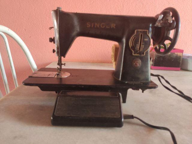Máquina de Costura Antiga - Foto 5