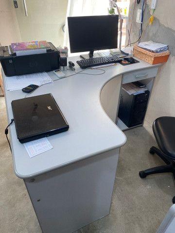 Mesa para computador com armário - Foto 2