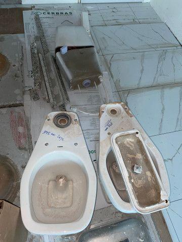 Vaso sanitário com descarga acoplada Novo - nunca usado - Foto 2