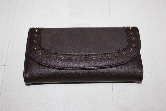 Vendo -carteira na cor café tem 19cm de largura e 10cm de altura