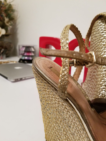 Sandália dourada Schutz - Foto 3