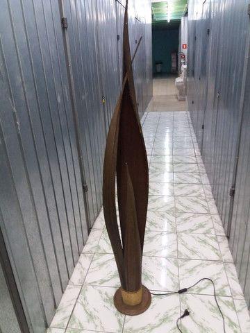 Planta artificial Espada de São Jorge com lâmpada interna em ótimo estado