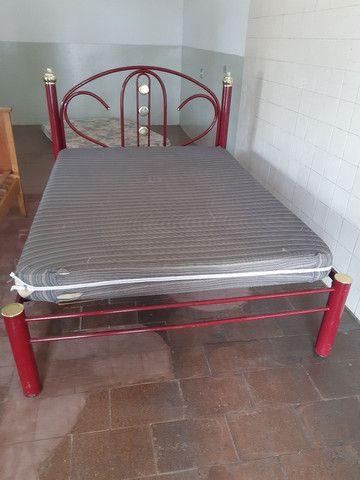 Cama de metal com colchão  - Foto 2