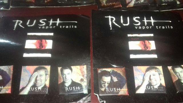 80 cartela  de botom cada com 3 peças  Rush - Foto 2