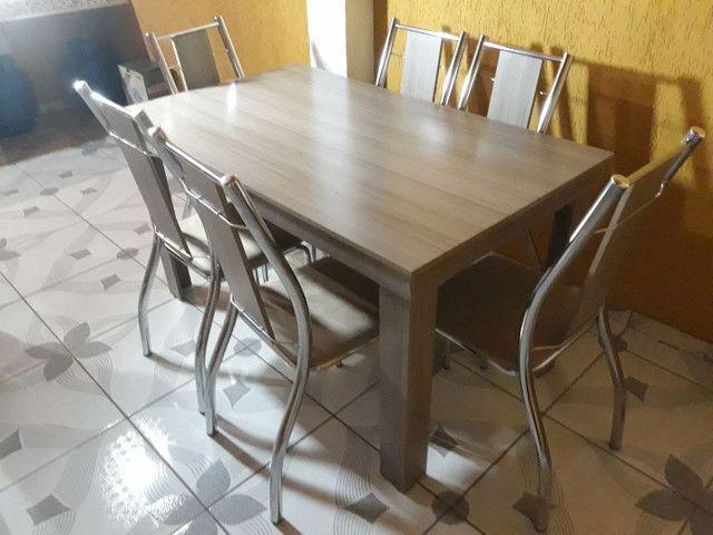 Mesa de madeira com 6 cadeiras. - Foto 6