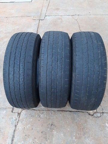 Vendo 3 pneus aro 16 para caminhonete