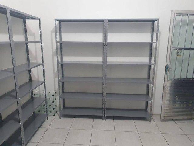 Móveis para escritório (estante, mesa, cadeira, armário, roupeiro, gaveteiro, arquivo)