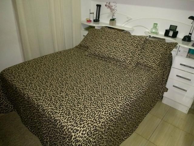 Colcha King size com porta travesseiros