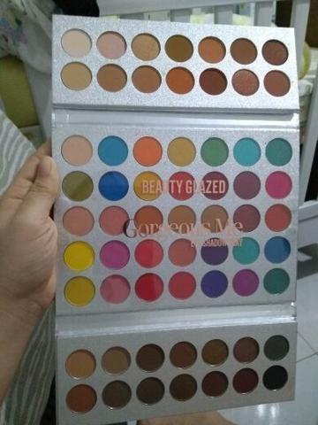 Paleta de sombra beauty glazed 63 cores Leia a descrição - Foto 4