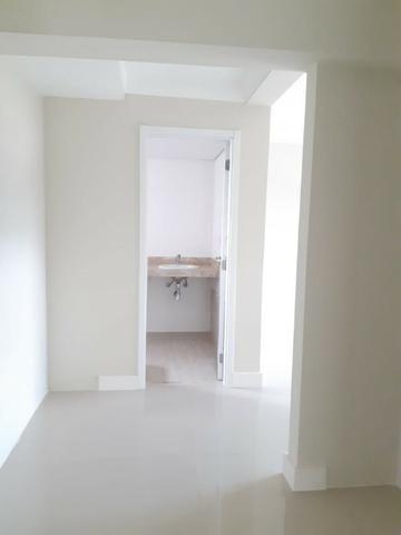 Apartamento andar alto , face sombra, no Edifício Metropolitan com 142 m² úteis, 3 suítes - Foto 15