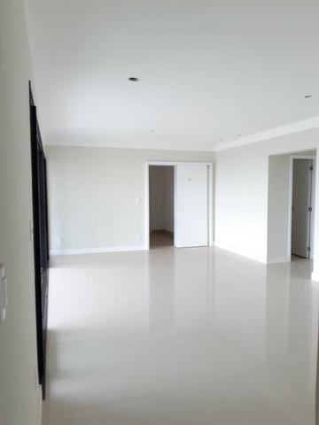 Apartamento andar alto , face sombra, no Edifício Metropolitan com 142 m² úteis, 3 suítes - Foto 7