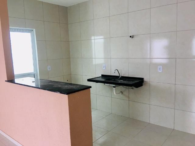 Ent. facilitada linda casa com doc. grátis 2 quartos e 2 suites so casas novas - Foto 6