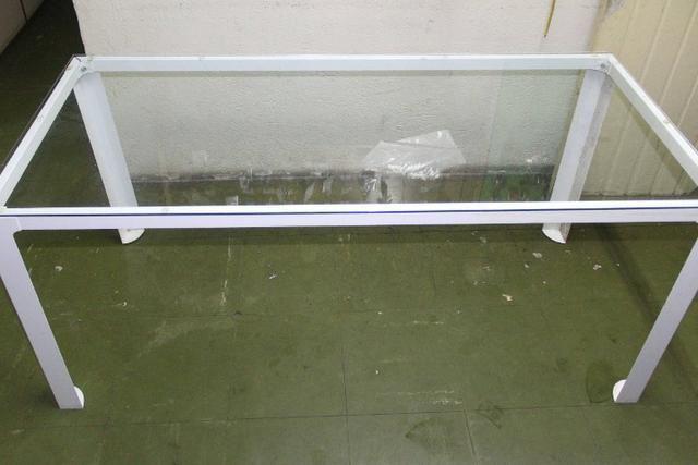 Mesa de Escritório em Ferro e Vidro Branca / Escrivaninha Office - Foto 2