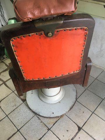 Vendo cadeira de cabeleireiro antiga de palhinha - Foto 5