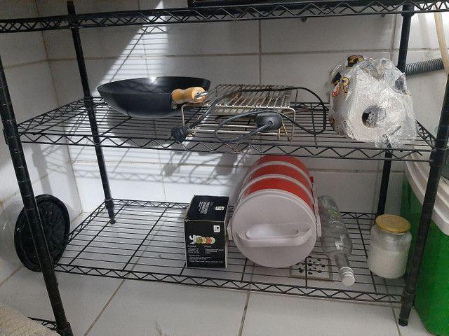 Estante de ferro cromado, cor preto,, ajustável com 4 prateleiras