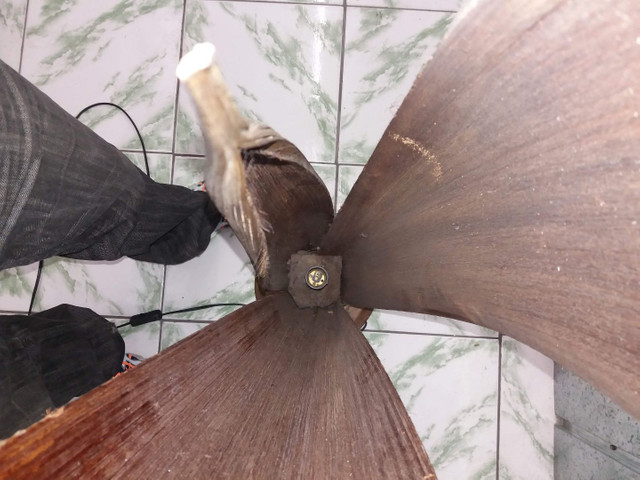 Planta artificial Espada de São Jorge com lâmpada interna em ótimo estado - Foto 2