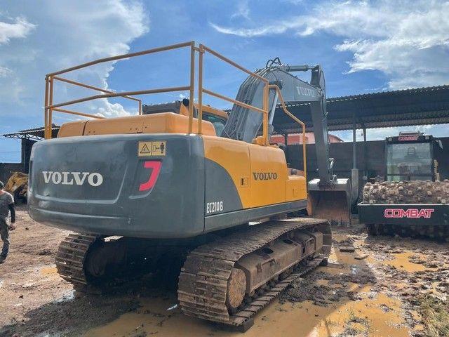 Escavadeira VOLVO EC210B - Foto 2