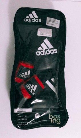 Luva Adidas Box Muay Thai e Bandagens Elásticas Adidas - Foto 2