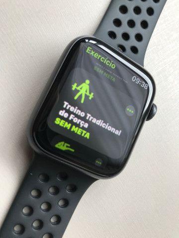 Apple Watch Series 4, 44 mm, Nike - Foto 3