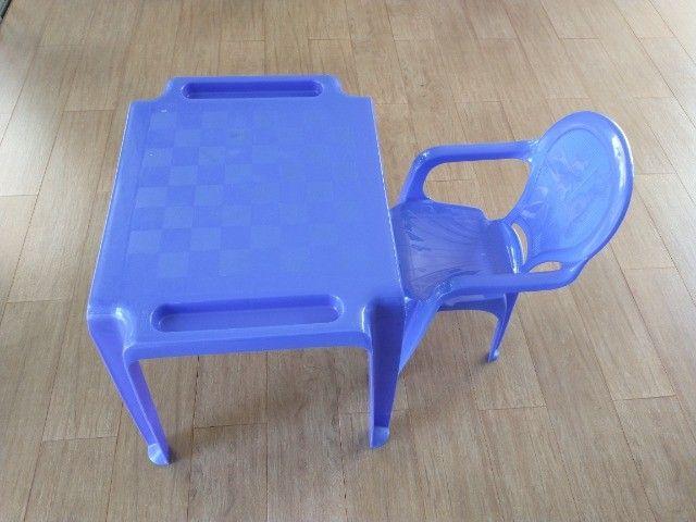 Jogo de mesa e cadeira plástica infantil