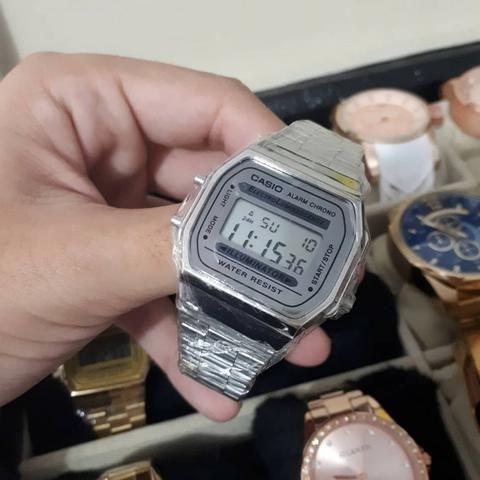 Relógios Casio Vintage em Aço - nas Cores Prata e Branco Camuflado