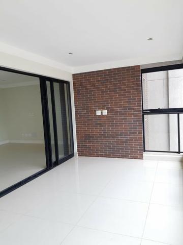 Apartamento andar alto , face sombra, no Edifício Metropolitan com 142 m² úteis, 3 suítes - Foto 5