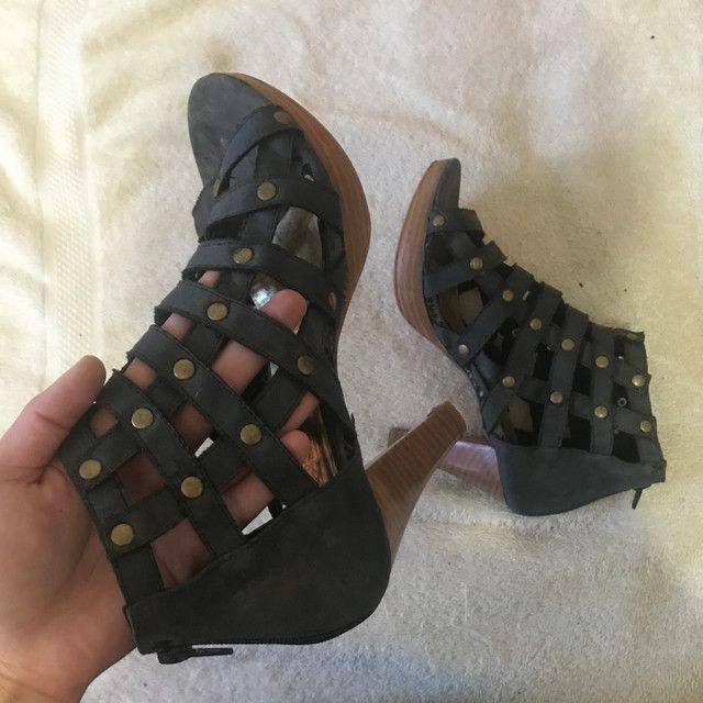 Sandália tiras com tachinhas preto