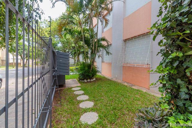 Vendo apartamento 2 dormitórios amplo e com garagem coberta no São Sebastião - Foto 11