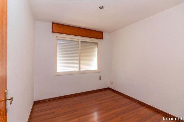 Vendo apartamento 2 dormitórios amplo e com garagem coberta no São Sebastião - Foto 16