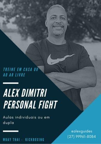 Venha perder calorias e aprender técnicas de luta Kickboxing