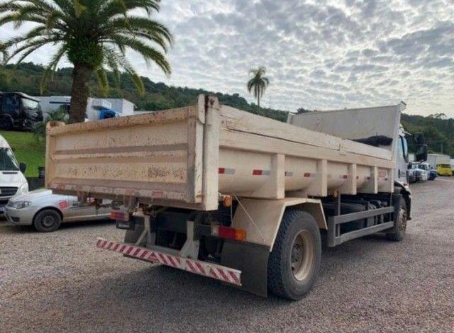 Ford cargo 1719 caçamba 4x2  - Foto 6