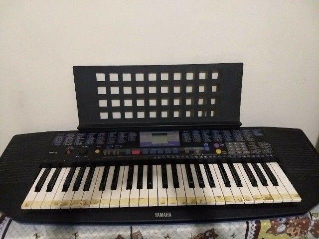 teclado yamaha modelo psr-78 em ótimo estado, com fonte e apoio para partitura. - Foto 4