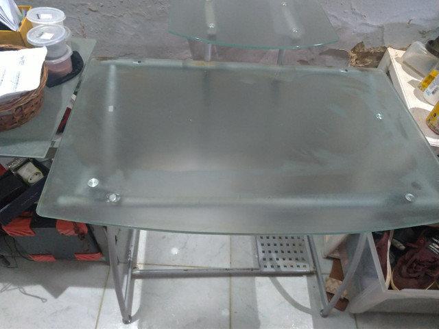 Mesa para computador de vidro