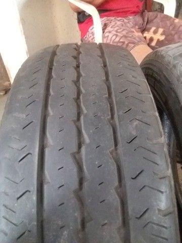 Pneus meia vida aro 205/70 R 15 Pirelli