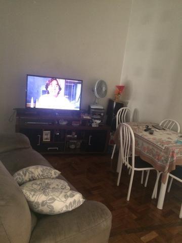Vendo apartamento de 2 dormitórios na Av. Nove de Julho em região privilegiada