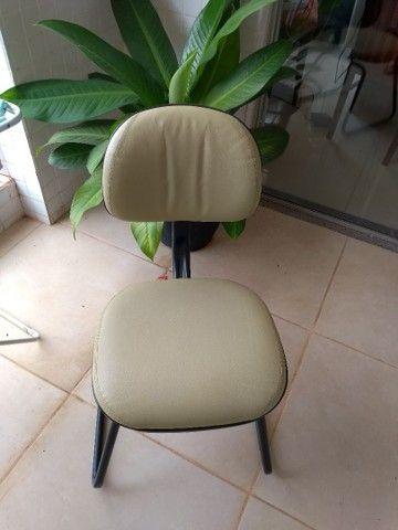 Vendo cadeira escritório - Foto 2