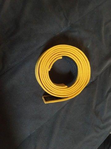 Vendo faixa amarela