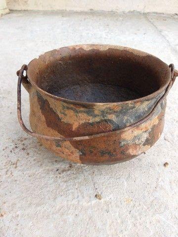 Caldeirão panela ferro furado antiguidade decoração artesanato enfeite