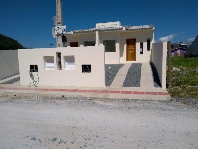 Linda casa geminada no bairro Santa Regina em Itajaí