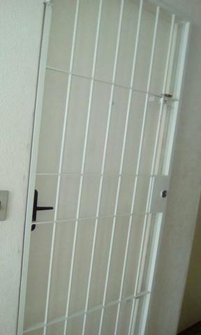 Alugo apartamento reformado 2 quartos gradeado ótimo térreo