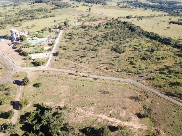 Vende-se, próximo ao Lago Corumbá 3 Lotes - Foto 2